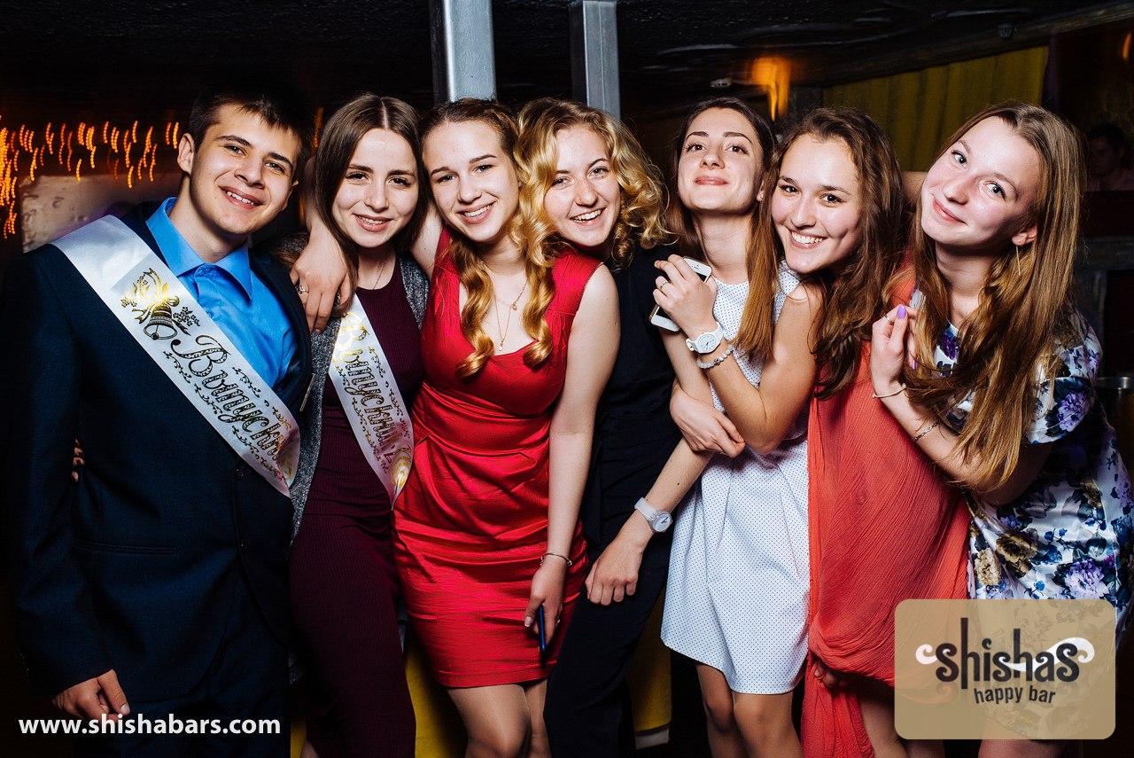 prosmotr-porno-filma-gruppovoy-seks-vlagalishe-foto-russkiy